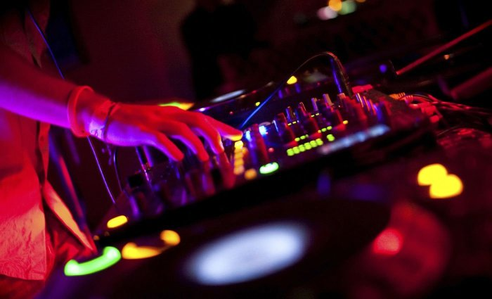 DJ, Jamaica, Dancehall, Hip Hop, DJ Scribz, TheScribz, 13thStreetPromotions, 13thStreetPromo, Blog, Struggling DJ, Music, Caribbean,